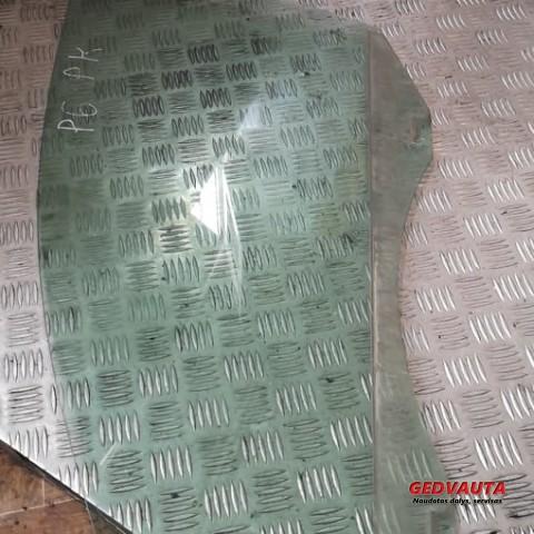 Pagrindinis priekinių durų stiklas (keturdurio)