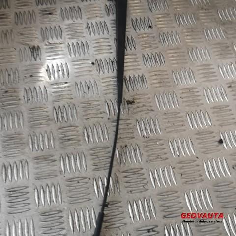 Priekinio stiklo valytuvų kojelė